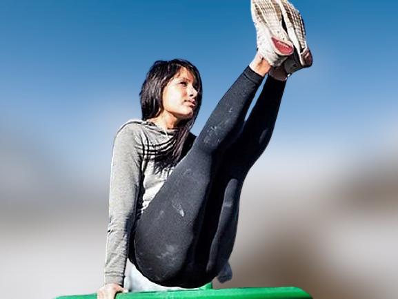 Calisthenics - donna che si allena