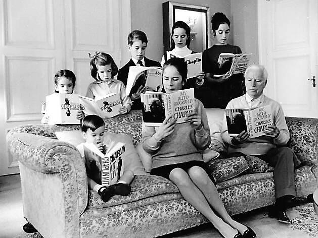 Chaplin - Chaplin con la sua numerosa famiglia