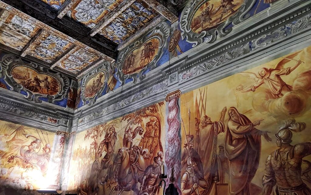 Arnad - affreschi all'interno del Castello
